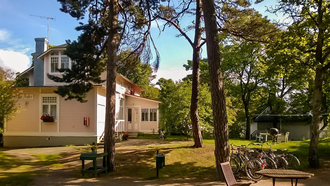 Esittely - Hotelli Villa Maija Hanko - Pihapiiri